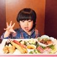 ご家族での外食に♪≪キッズプレート&ドリンク飲み放題≫1500円(税込)~ご用意♪大人は飲み放題付コースで、お子様はキッズプレートで♪(写真は2000円プレート)お寿司・お刺身・コロコロステーキ・エビフライ・唐揚げ・たまご焼き・小鉢・ブリュレ・ドリンク付「うわぁ~♪おいしそ~♪」