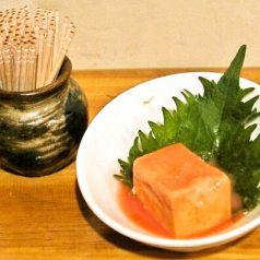 料理メニュー写真豆腐よう/しらすとアーサーのやっこ