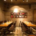 カジュアルなテーブル席★カフェさながらの居心地の良さで食べる、ハンドクラフト料理に舌鼓。