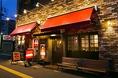 暖かな雰囲気の赤い屋根の店。気軽に飲みに来てください♪