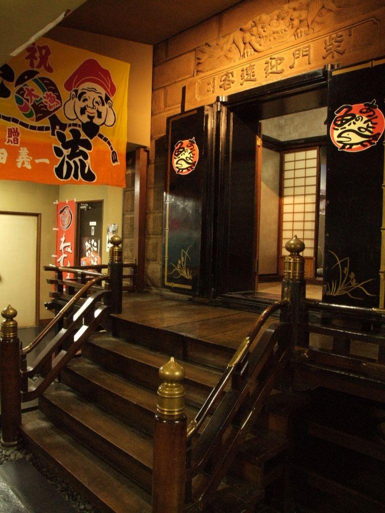 接待などにお勧めの蔵個室。歴史的価値の高い黒炭使用の『蔵』をそのまま個室に。