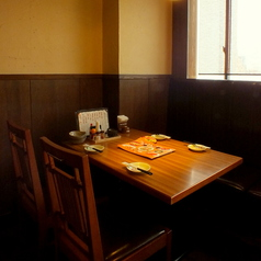 会社帰りにワイワイお酒を飲みたい気分の時はこんなテーブル席はいかがですか?楽しい雰囲気を店内にいる皆様で共有していただけます◎