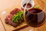 「和牛赤身ステーキ」とワイン