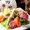 料理メニュー写真ローストビーフのサラダ