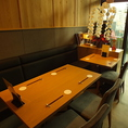 4名様~6名様までご利用いただけるテーブル席 。ゆったりとお食事が楽しめます。
