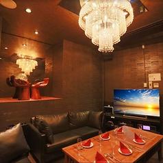 モニター付きの完全個室のVIPルーム♪ブルーレイ・DVD鑑賞も可♪※別途ルームチャージ有り。
