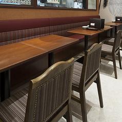 ご利用人数に応じてテーブル席をご用意しております。
