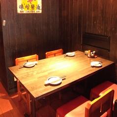 使い勝手抜群の4名様までご利用いただける少人数用テーブル席です。女子会などのご友人との気軽な飲み会など、気心知れた仲間との飲み会にぴったり!また、当店はお子様とのご入店も可能となっておりますので、ご家族でのお食事にもご利用いただけます。