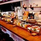 伏見駅5分★お仕事帰りに一人でも気軽に立ち寄れる、落ち着いたスペインバルです。タパスがずらりと並んだカウンターは1人でも気軽に立寄れます♪本格的スペイン料理を、本場のバルさながらの雰囲気漂う店内でお楽しみください★