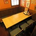 【半個室/テーブル:10名席(1卓)】6名席と4名席にもなる使いやすさ◎の『半個室/テーブル席』。宴会・一次会・二次会・同窓会・歓送迎会などにどうぞ♪