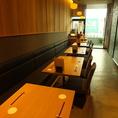 ゆったりと座れるテーブル席です。テーブル同士をくっつけて大人数でのお食事も可能です。宴会や接待にぜひご利用ください。