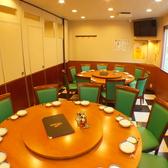 円卓もご用意しております!会社宴会や家族同士でのご利用にもおすすめ◎扉付き完全個室へご案内!
