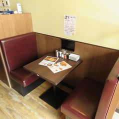 お友達同士や同僚と・・。気軽に一杯できる広めの1階のテーブル席。石神井公園駅から徒歩4分なので終電を気にせず飲めます。同僚との飲み会やショッピング帰りなどにも!※画像は系列店イメージ