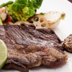 料理メニュー写真国産サーロインのステーキ色とりどりの温野菜 信州レモンとマスタード添え
