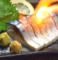 料理メニュー写真一工夫が美味しさの秘訣。炙り〆鯖(炙りなし可)