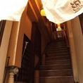 この階段を見つけたら、お店はすぐそこ!2Fです。