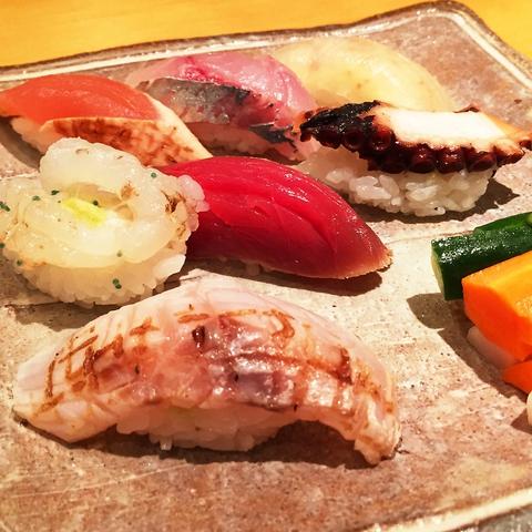 ひと手間加えて提供する【あいじ】ならではの鮨。他の鮨とは一味違う感動を…予約限定