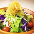 料理メニュー写真ヨーグルトドレッシングのシーザーサラダ