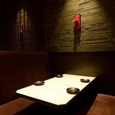 【全席個室のテーブル席】 2名様からOKのプライベート個室空間は、デートにもおすすめ◎大切な方とのお食事に、当店の個室でお酒とともに味わってみてください。お仕事終わりのちょい飲みも大歓迎☆お気軽にお立ち寄りください♪※系列店舗との併設店舗となります