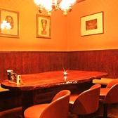 広いテーブル席はお仲間と楽しいひとときを楽しめます!8名~10名様