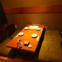 カウンター裏手にあるテーブル席は4名迄OK