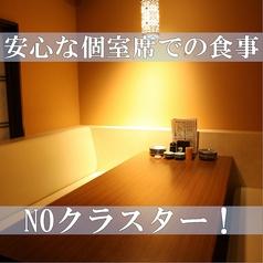 【2階】6名個室ソファー席。接待やおもてなしの席におすすめの特等席です。周りの目を気にせず、安心の個室でごくつろぎください!