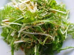 料理メニュー写真ササミと大根と水菜のサラダ
