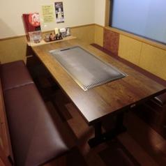 テーブル席は全てボックス席型です。4名用×12卓・6名用×1卓あり!