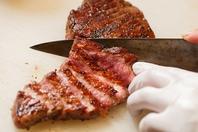 オーナー自ら仕入れる肉を堪能。