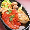 料理メニュー写真鉄板チキンステーキ 三種のソース(和風・照りマヨ・イタリアントマト)