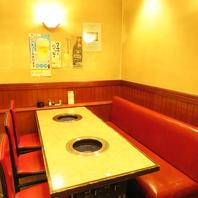半ソファのテーブル席