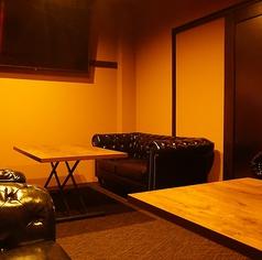 3Fの奥の完全個室は1H3000円(抜)の利用料が必要な特別なお部屋です。全席ソファー席の為、接待や記念日、大切な人達との大事な時間を人目を気にせずゆったりお寛ぎください♪※10名様程度のご利用が可能です。