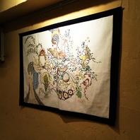 店内にはマスター手作りのアート作品があちこちに♪