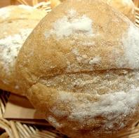 【焼きたて手作り!リアン自慢のパンは3種類♪】
