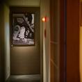 和風の個室には和の調度品が。落ち着いた雰囲気の和室で本格イタリアンをご堪能ください。