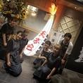 静岡駅直結の天ぷら酒場!一際目を引く大海老の天ぷらオブジェが目印★体に優しい米油を使用した天ぷらとの相性抜群のお酒を種類豊富にご用意しております。上質な寛ぎ空間でゆったりとご宴会♪友人たちとの飲み会はもちろん、会社帰りのご宴会や接待などご利用いただけます。最大43名様までOKです。