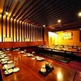 お食事会やグループ飲み会、大規模な宴会まで様々なシーンでご利用頂けます。壁で仕切られたお席もあるので、4~24名様程で半個室のお席もご用意できます。