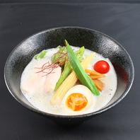 鶏白湯美鶏麺/880円(税抜)