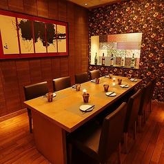 ◆中人数完全個室席◆優しく灯る間接照明が包み込み、和の温もりをいっそう色鮮やかに演出させます♪溝の口の個室居酒屋の中でも自信のある内装でお客様をお迎えします◎溝の口での女子会、誕生日や接待などの各種宴会に◎全席完全個室なので静かな空間でお過ごし頂けます♪最大3時間飲み放題も2980円~◆溝の口個室居酒屋