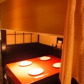 1階テーブル席。カーテンを下げれば個室風
