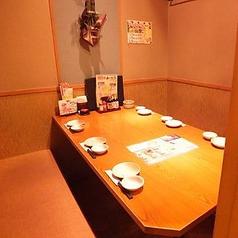 6名様用半個室テーブル。仕事終わりの突発的な飲み会に◎
