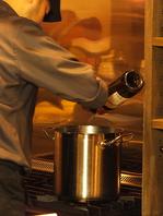 ソムリエの店主がつくる、赤ワインが効いた大人の料理
