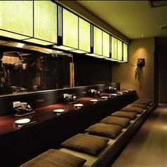 落ち着いた雰囲気でのお食事を楽しみたいお客様向けのお席のご紹介です。人気のカウンター席では目の前で調理のようすを楽しめます。いつもとは違った雰囲気で自慢の和食を楽しめます♪和を漂う寛げる空間でのお食事を是非お楽しみくださいませ!お席のご予約承っております。