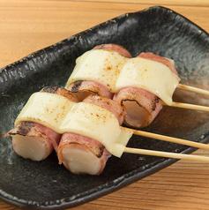 料理メニュー写真もちベーコンチーズ串