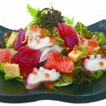 料理メニュー写真彩り海鮮さらだ