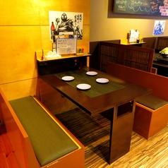 テーブル席は広々として使い勝手抜群♪