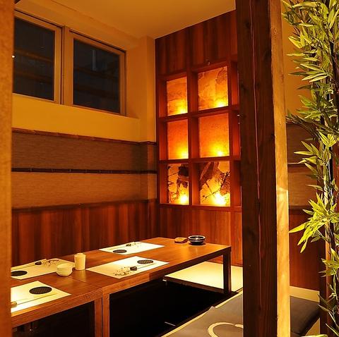 木の温もり溢れる大人の完全個室。季節折々の「旬」食材とお酒でゆったり和食を堪能。