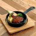 料理メニュー写真ゴールデンポークの石窯ハンバーグ 80g