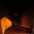 おしゃれな階段を下るとそこには・・・
