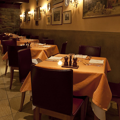ローマの街並みをモチーフの店内で、カジュアルにお食事をお愉しみいただけます。